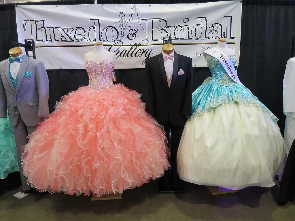 タキシードとブライダルドレス