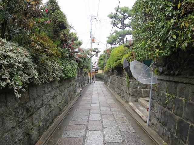 石塀小路の石壁