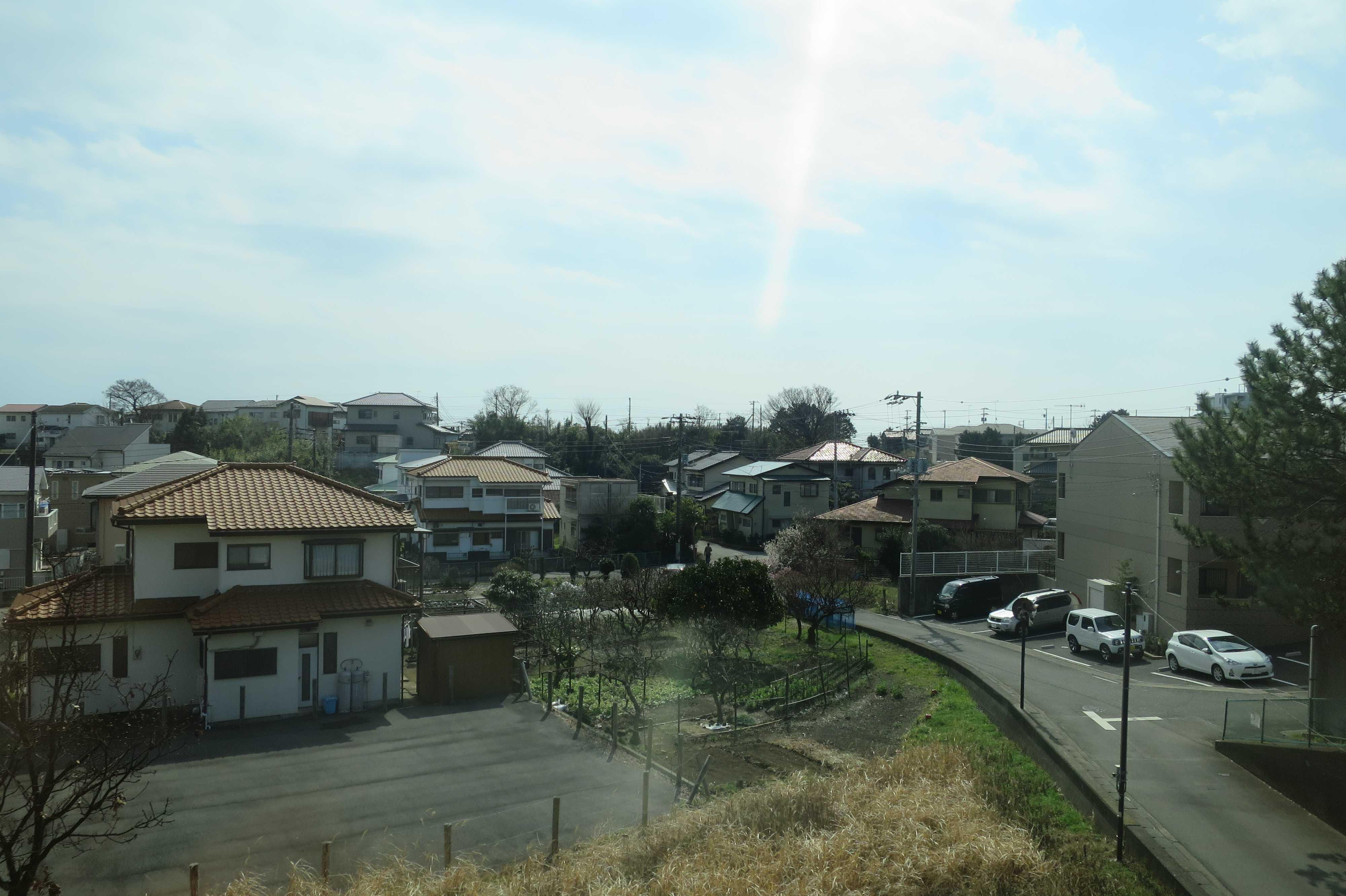 東海道線 - 湘南、暖かい春の日差し