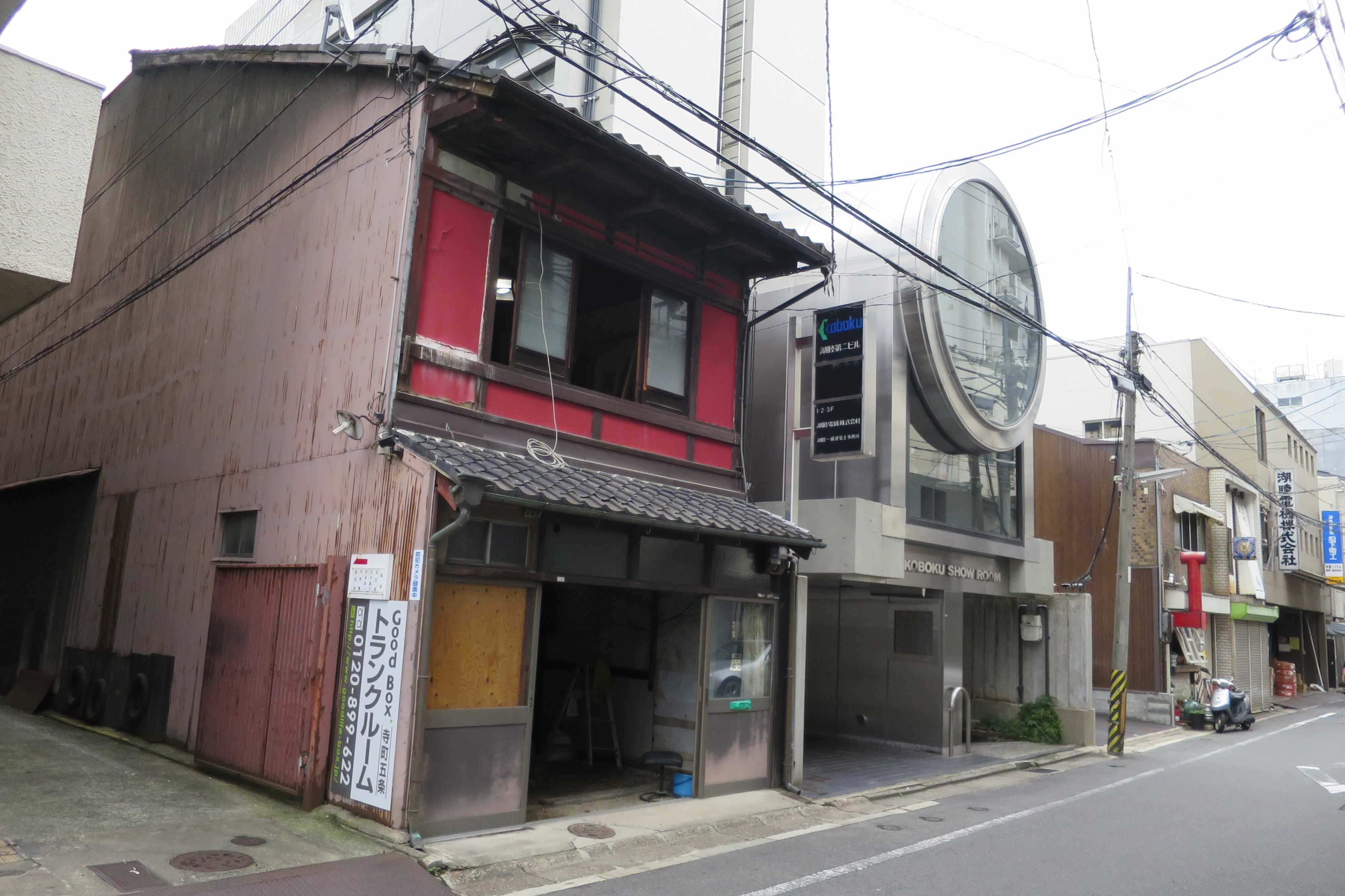 2階が赤い家(京都市下京区)