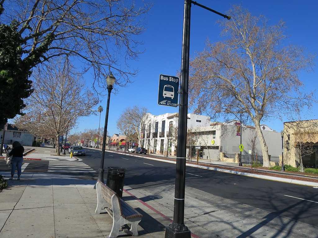 サンノゼ市内のバス停