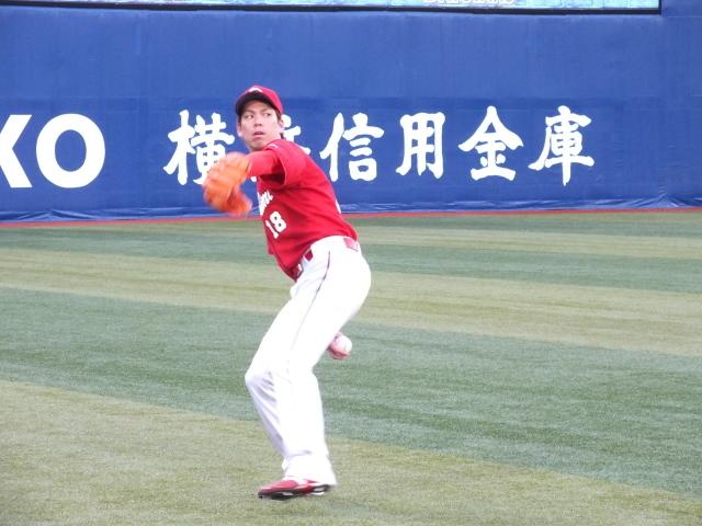 試合前、ウォーミングアップをするカープ・前田健太投手