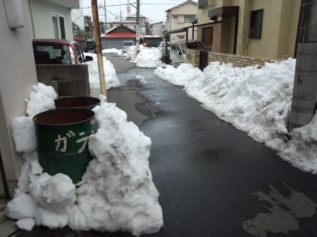残った雪 - 八王子市内