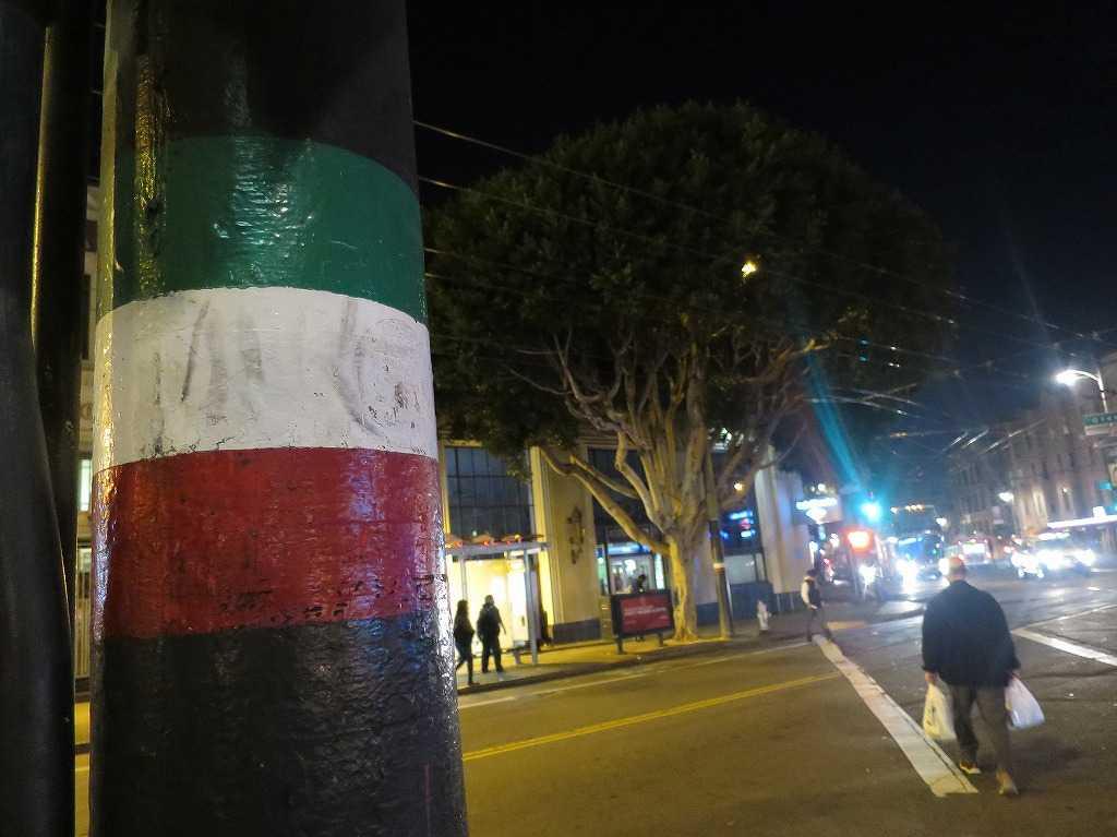サンフランシスコ - イタリア人街を表すイタリア国旗のカラー