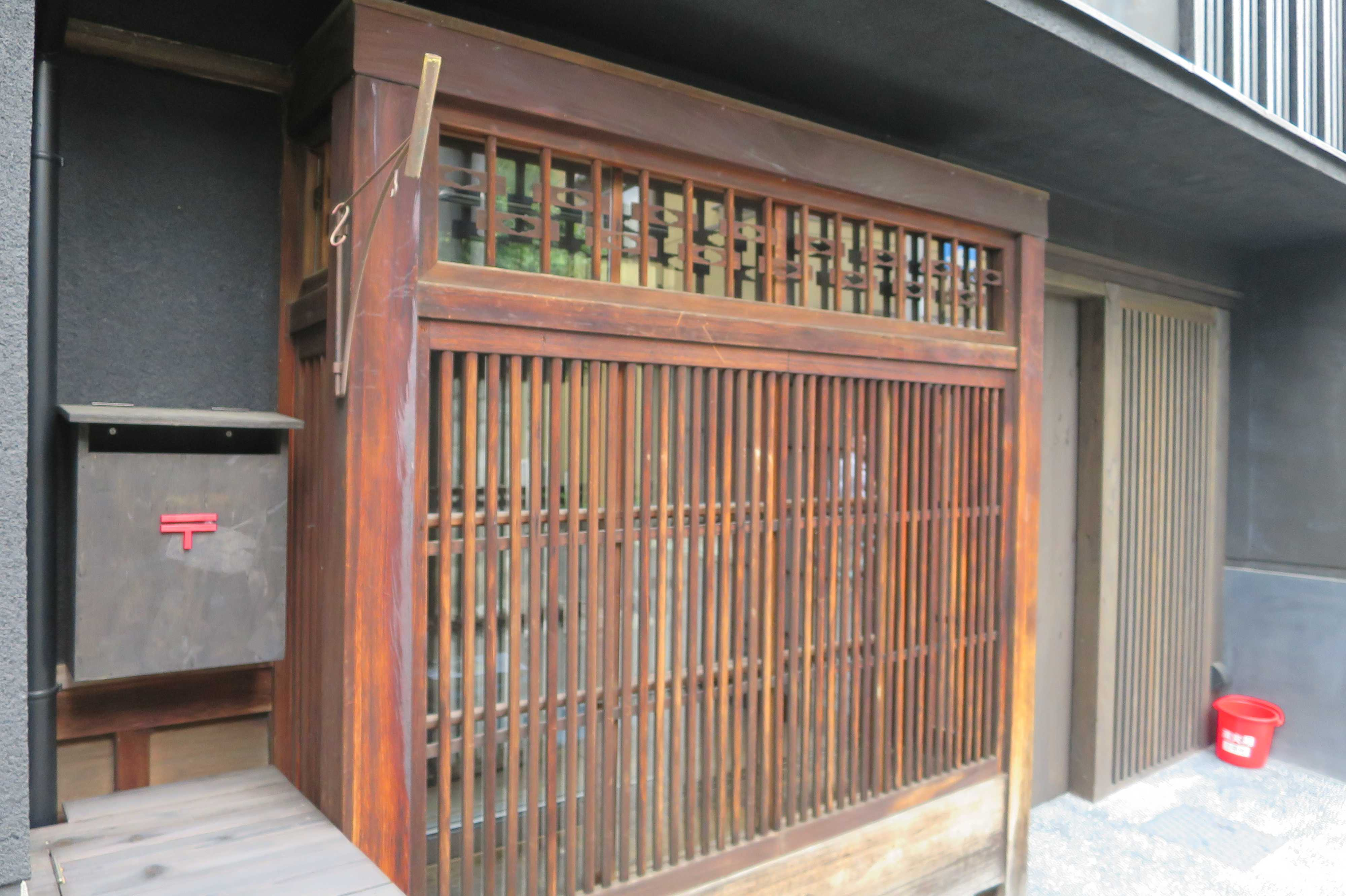 京都・五条楽園 - 格子の家