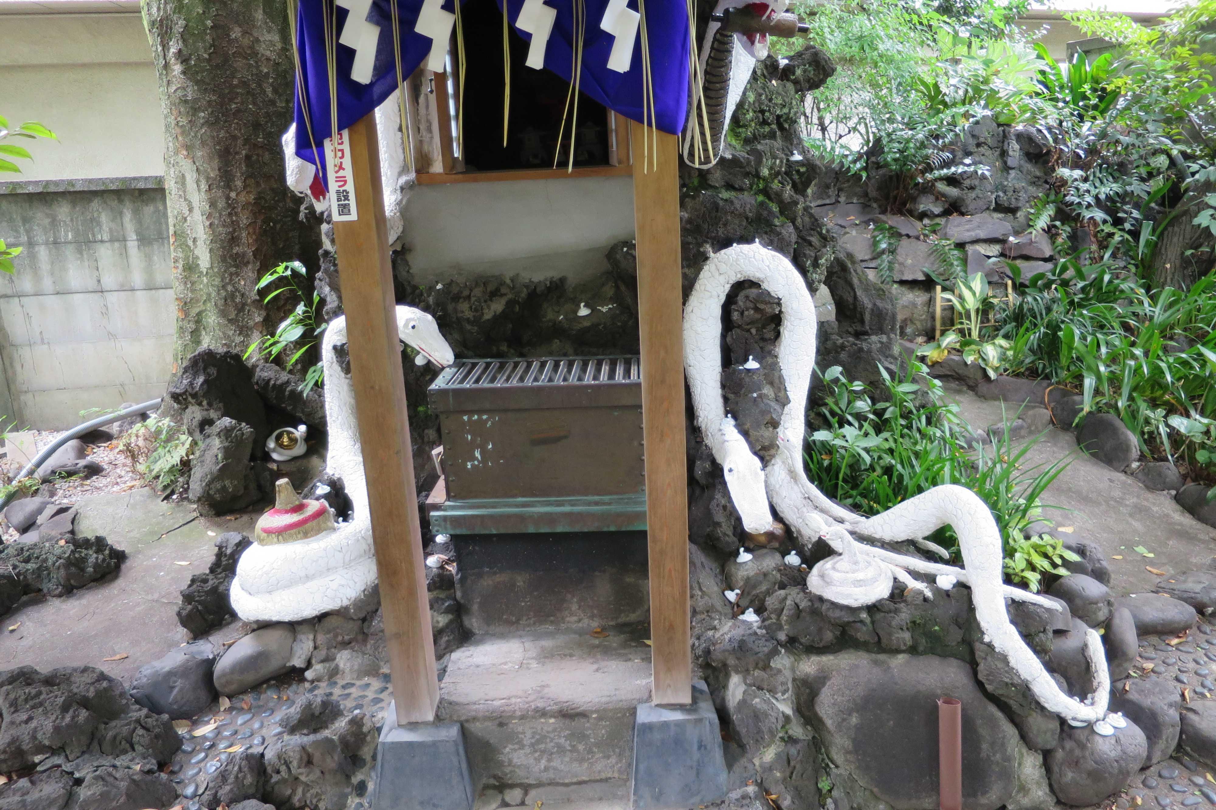 白蛇さま(上神明天祖神社)