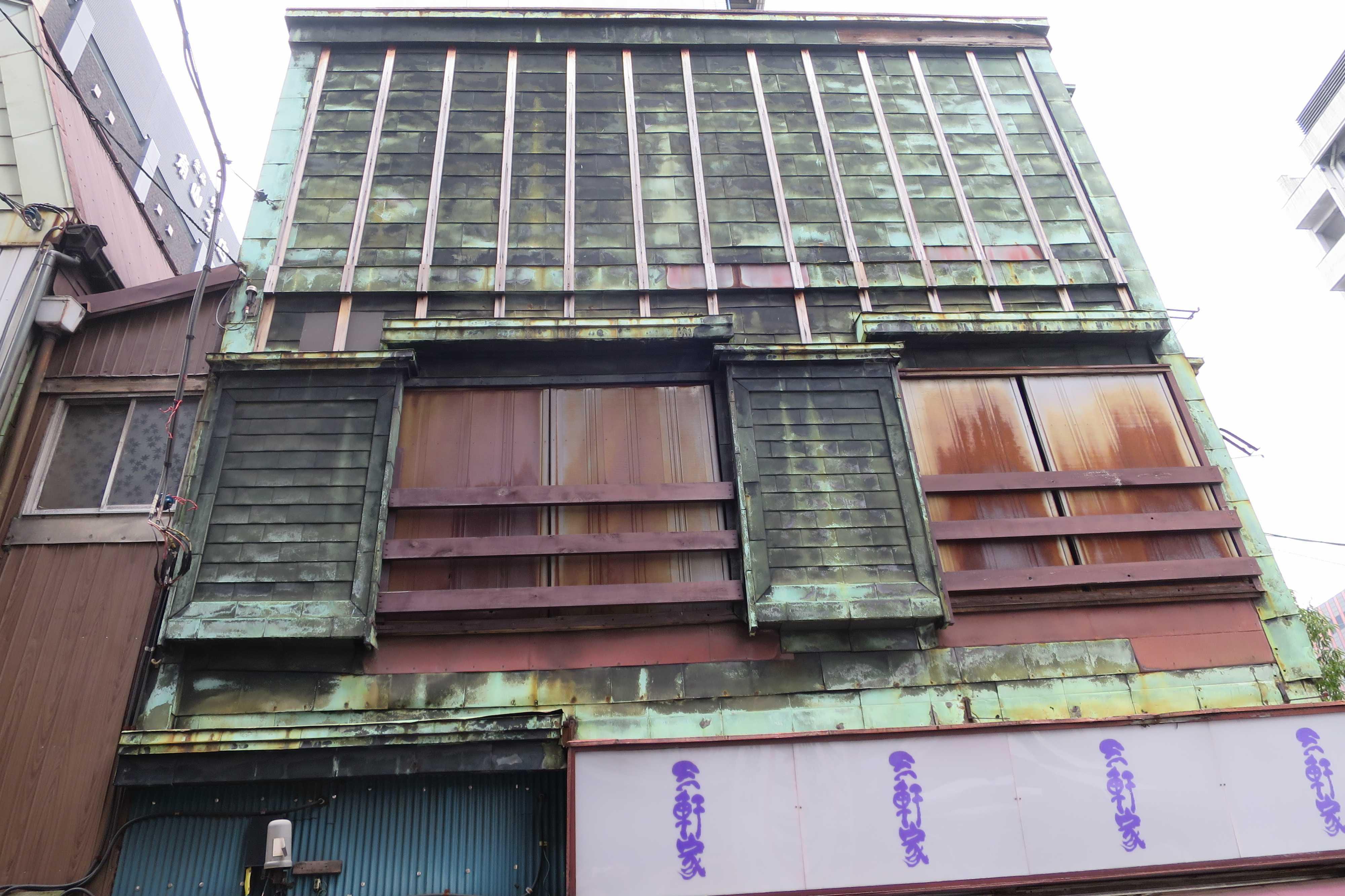 歴史的な建造物と市場が一体となった「築地」