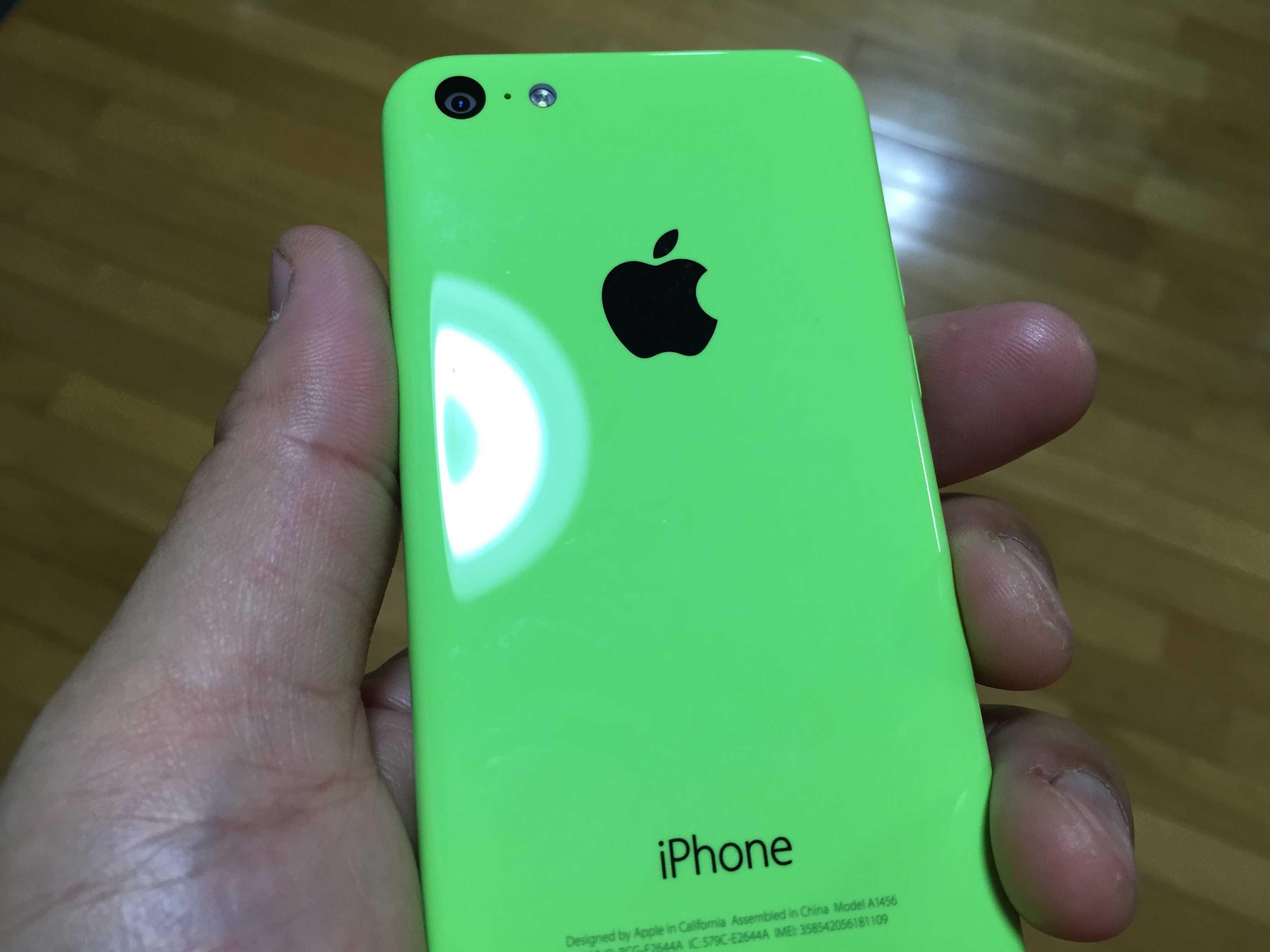ショッキンググリーンの iPhone 5c