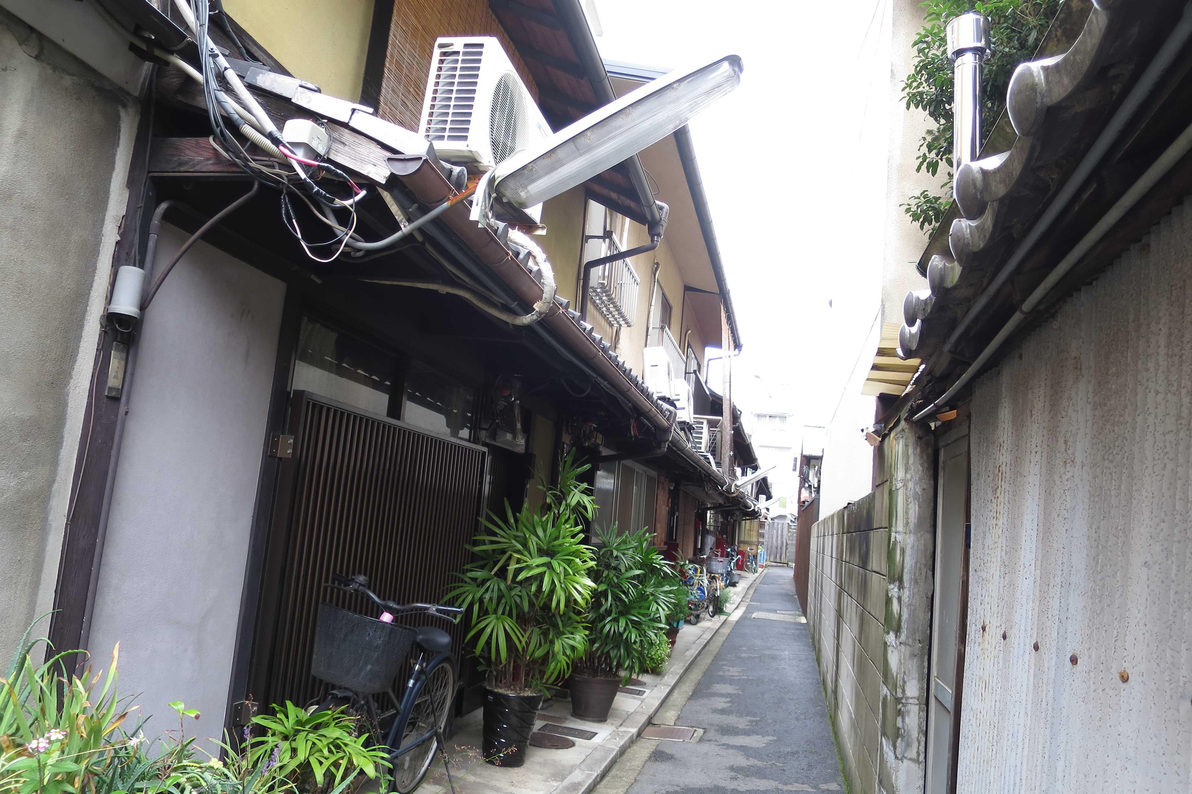 京都の狭い路地