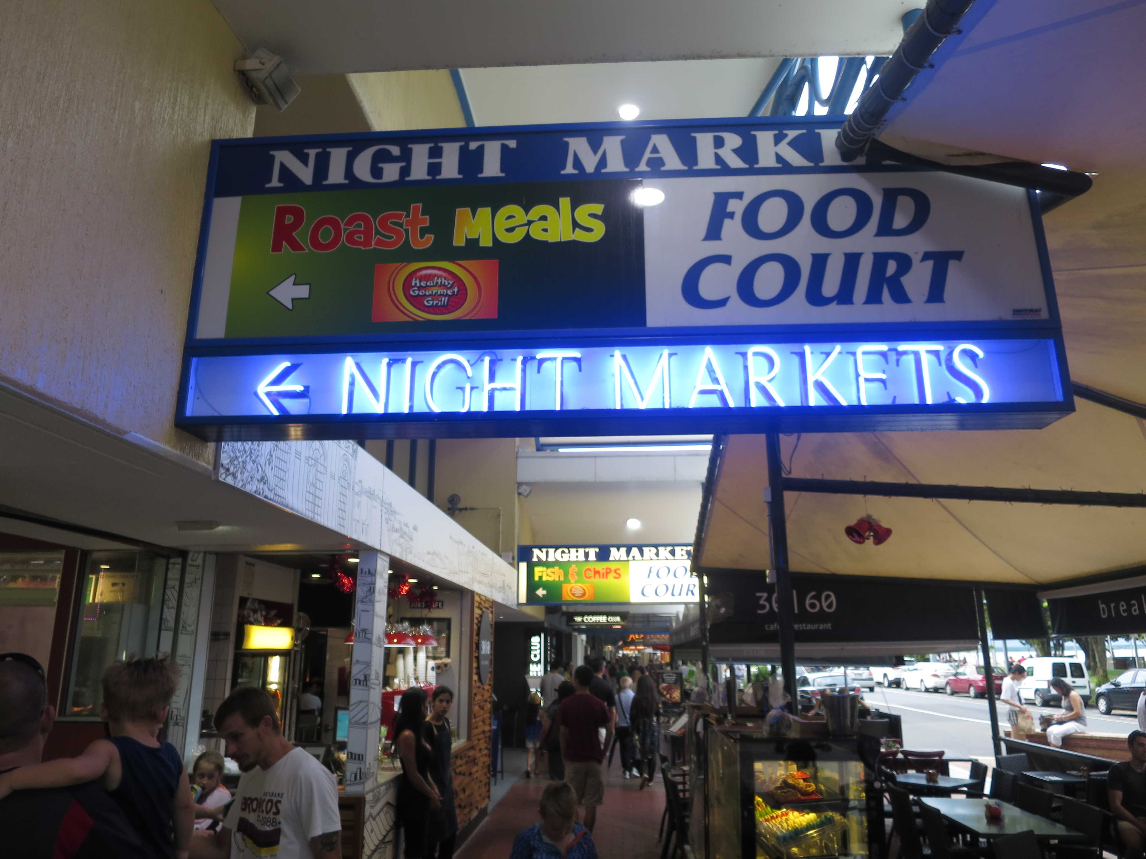 ケアンズ - NIGHT MARKETS