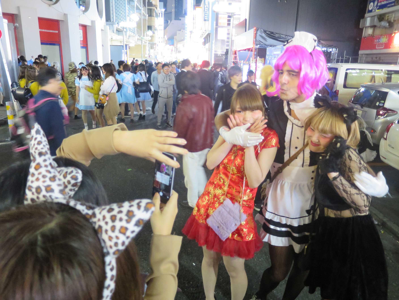 渋谷ハロウィーン - ピンクの毛の外人(害人)