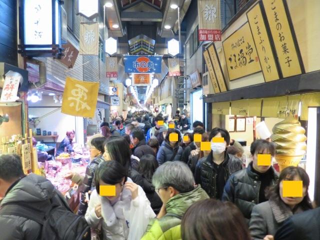 混雑する錦市場