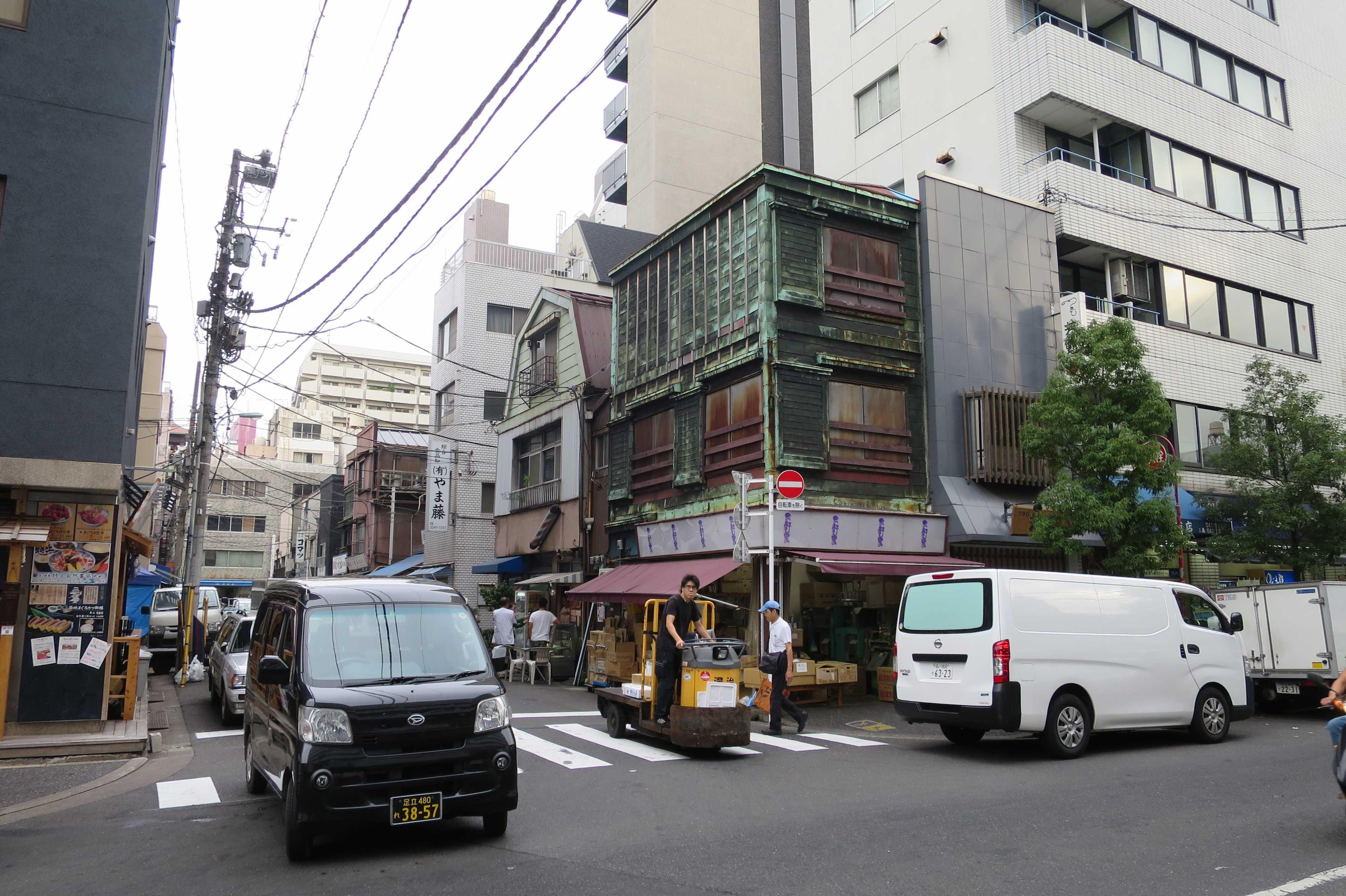 築地エリア - 銅葺き看板建築