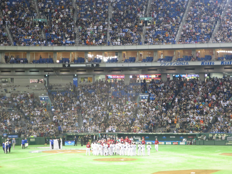 プレミア12 健闘を称える日本とメキシコ
