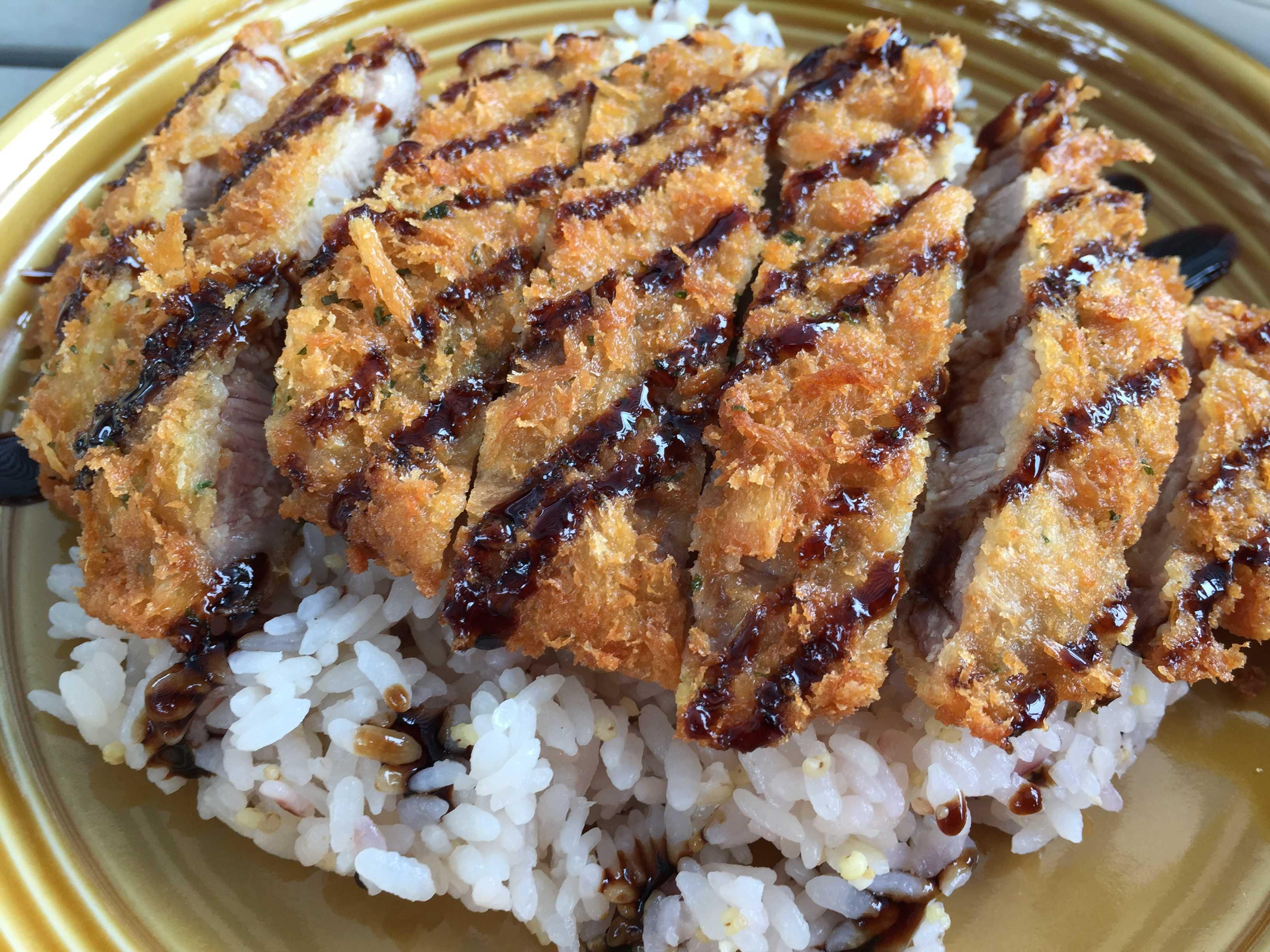 山形米沢豚のカツカレー - カキノキテラス
