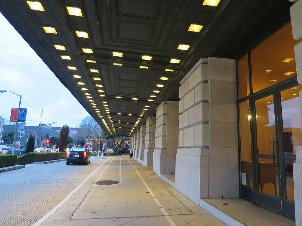 オペラハウスの側面入口