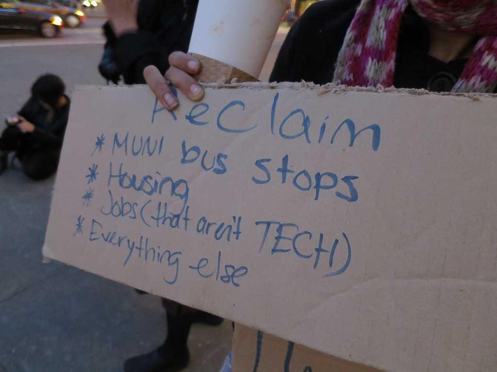 サンフランシスコ - 段ボールに書かれたデモ参加者のメッセージ