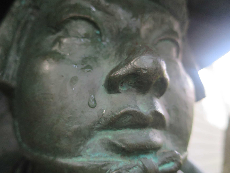国立ハンセン病資料館(全生園内)の母娘遍路像の少女の眼