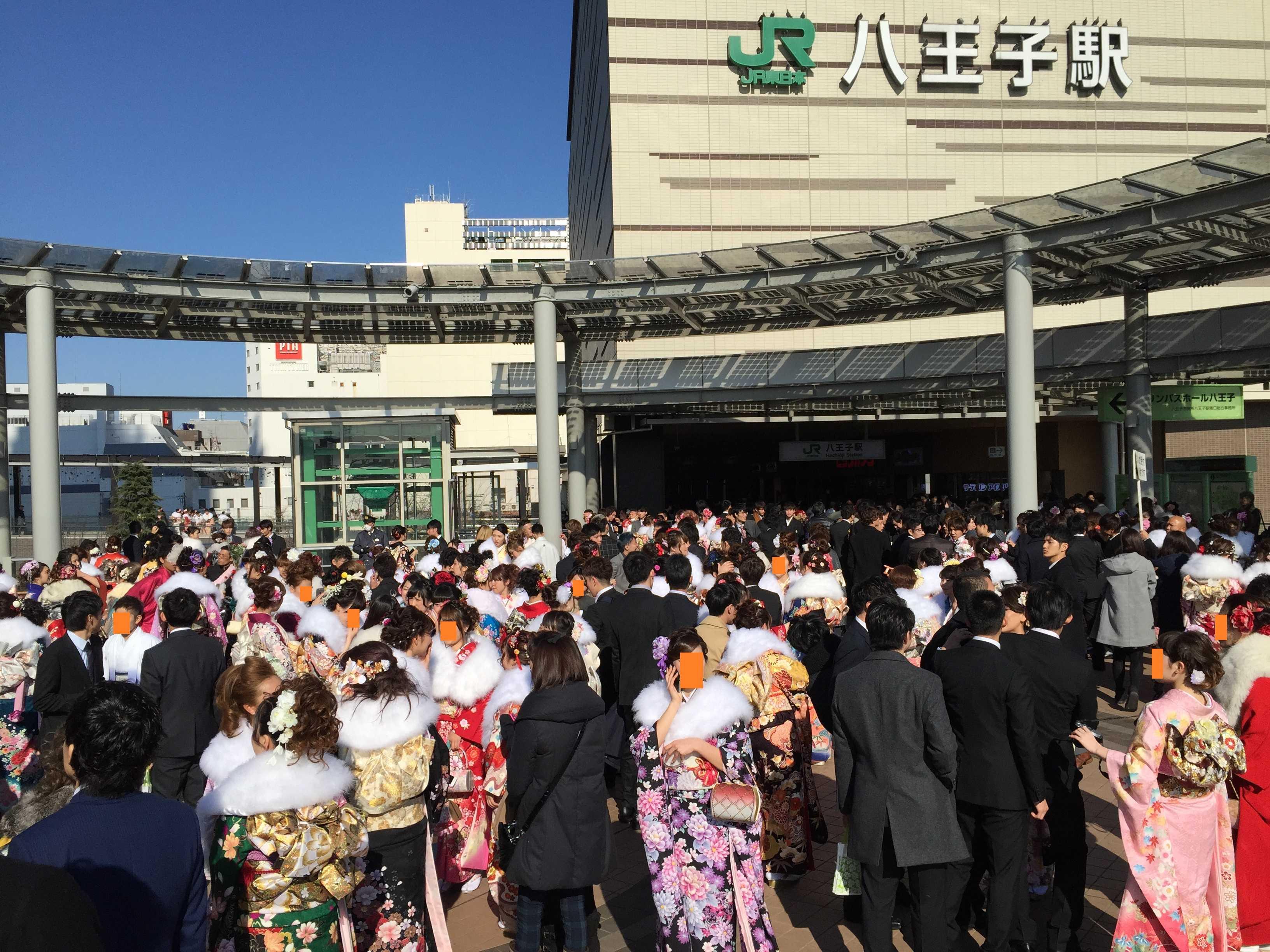 八王子市成人式 - JR八王子駅