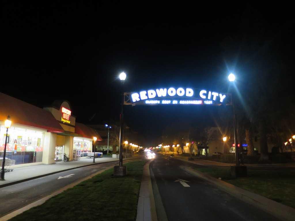 REDWOOD CITY(レッドウッドシティ)のアーチ