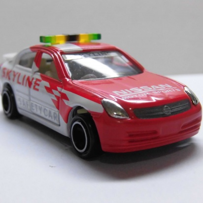 TOMICA Nissan Skyline safety car