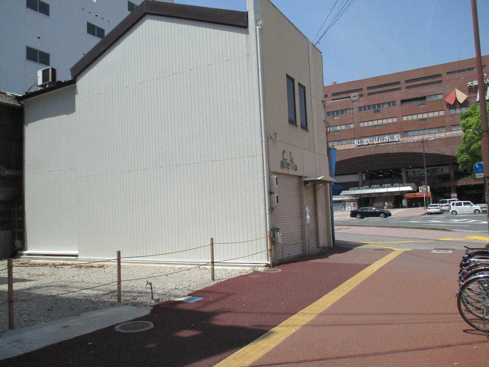 かっての駅前店舗は更地になってしまいとても当時の栄華は望むべくもない状態