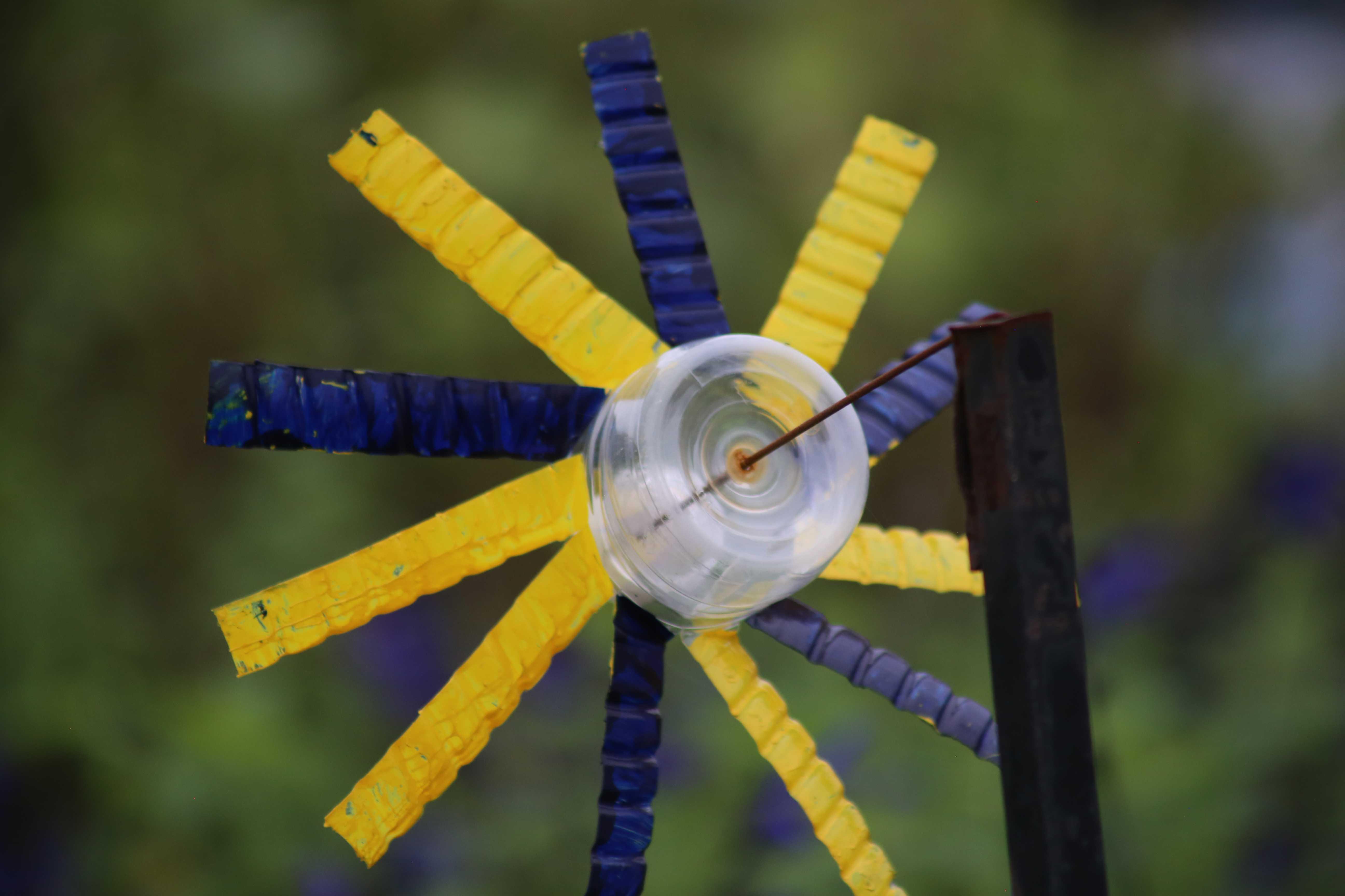 の 作り方 ペット ボトル 風車