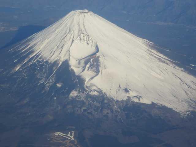 飛行機の中から見えた1月の富士山