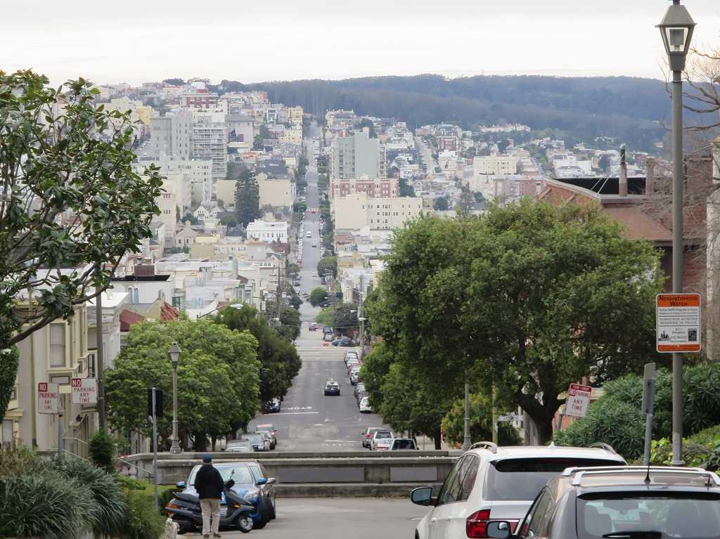 サンフランシスコ - 大きな通りは一直線に伸びている
