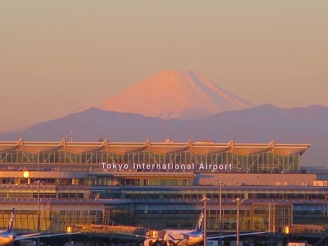 赤富士(Tokyo International Airport)