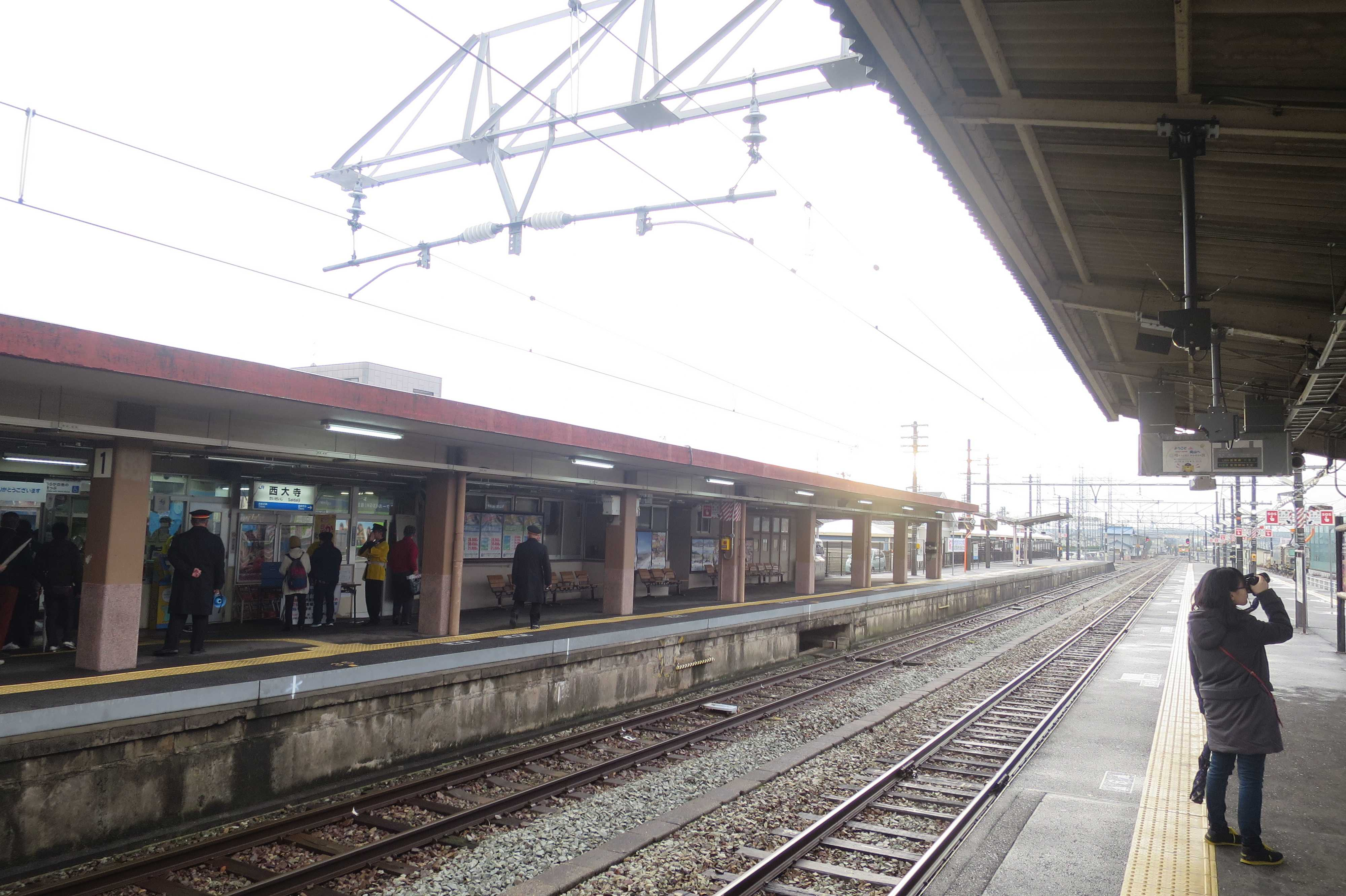 西大寺駅ホーム