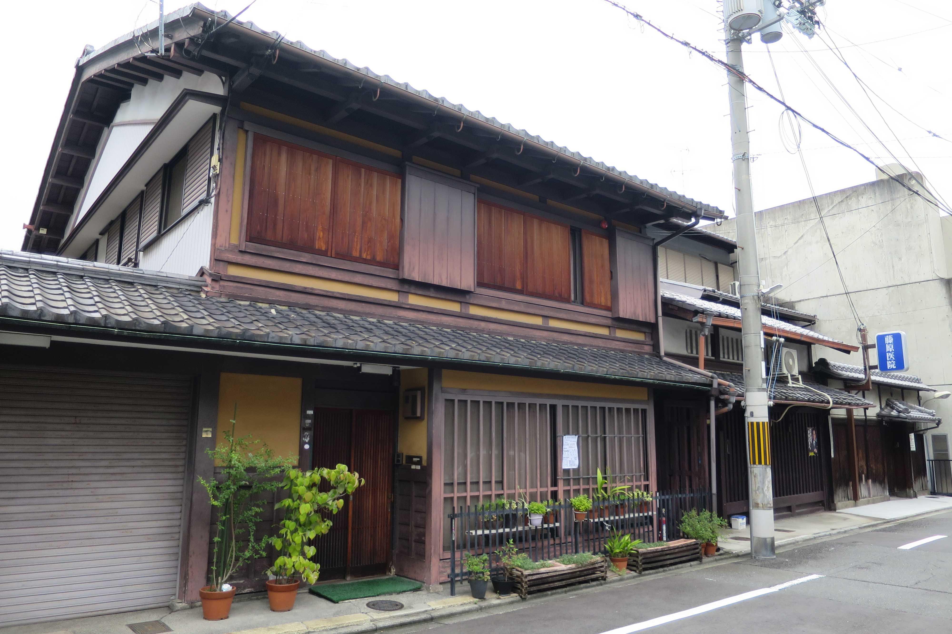 京都の民家の鉢植え