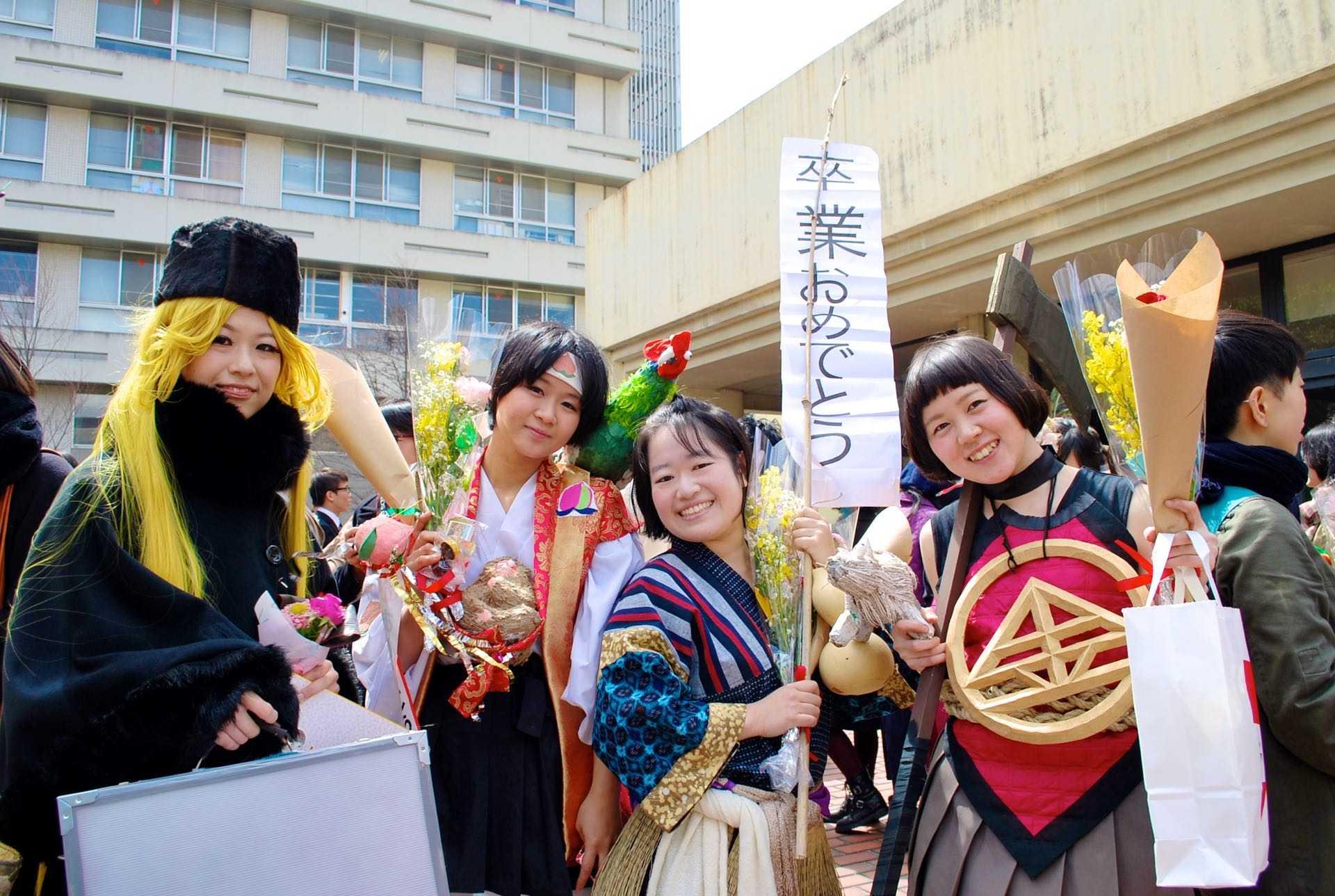 京都市立芸術大学の卒業式の写真