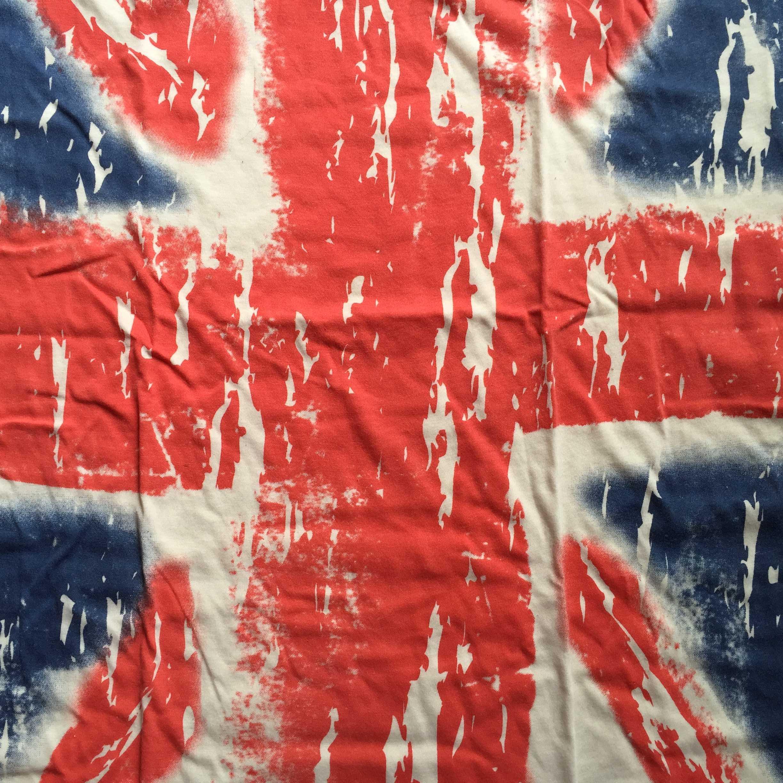 英国旗柄のロックTシャツ