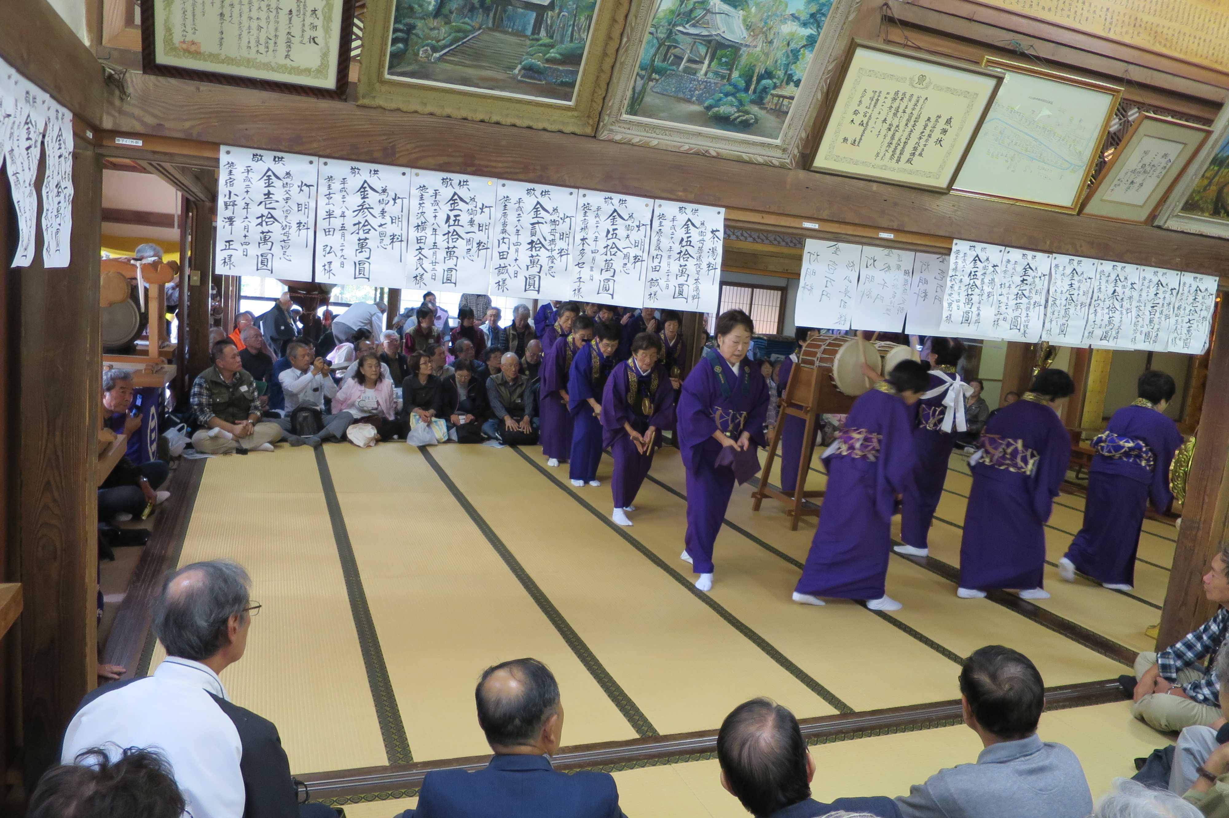 無量光寺の踊り念仏 - 歩きながら唱名(南無阿弥陀仏)