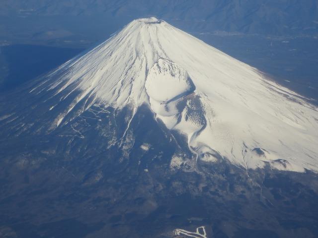 きれいな円錐形の富士山