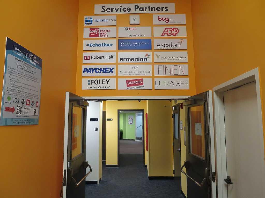 プラグ・アンド・プレイ テックセンター - Service Partners