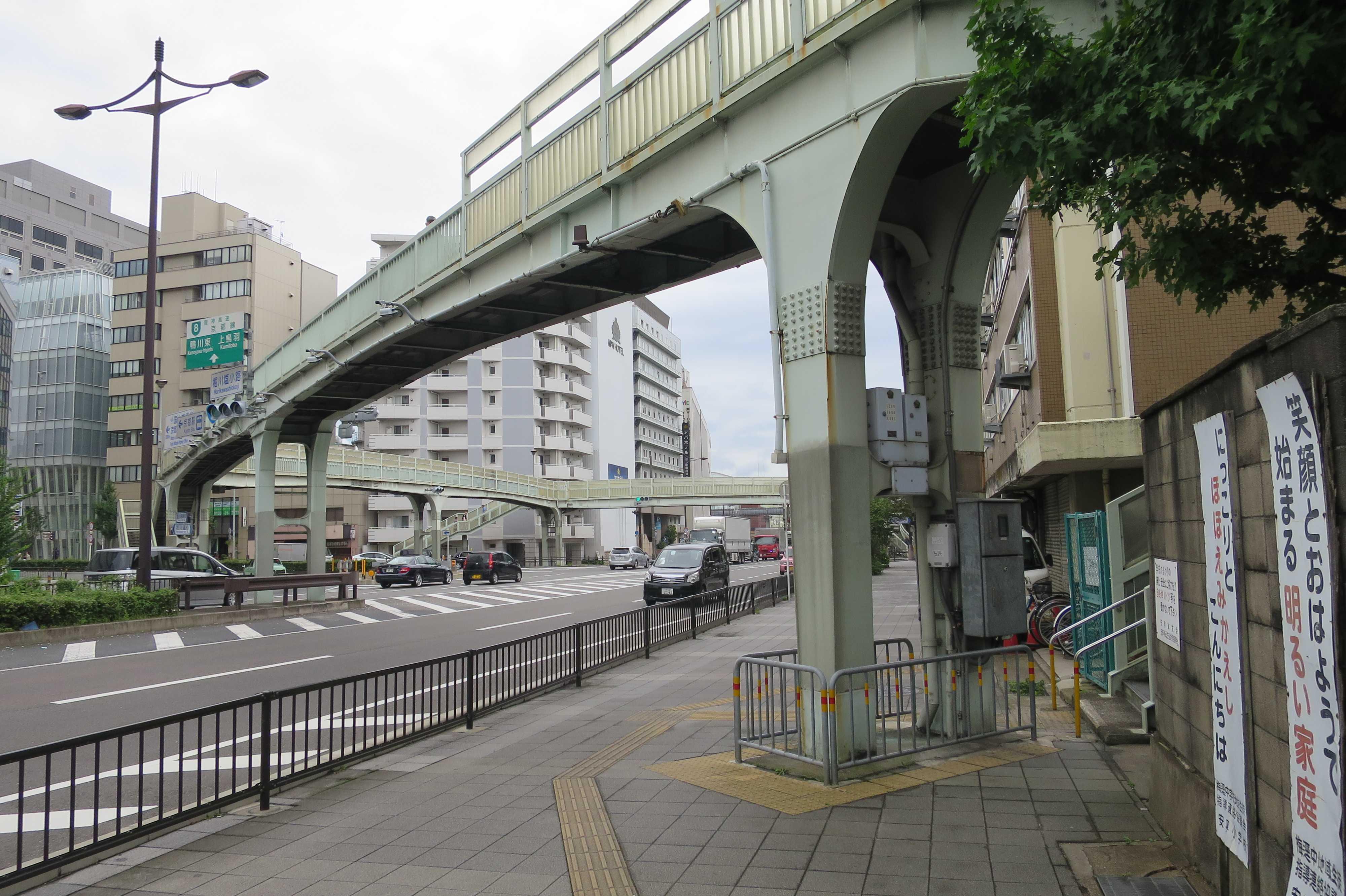 京都 - 堀川塩小路の歩道橋の外観