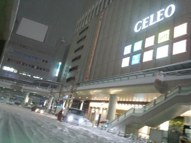 大雪の日のJR八王子駅北口ロータリー