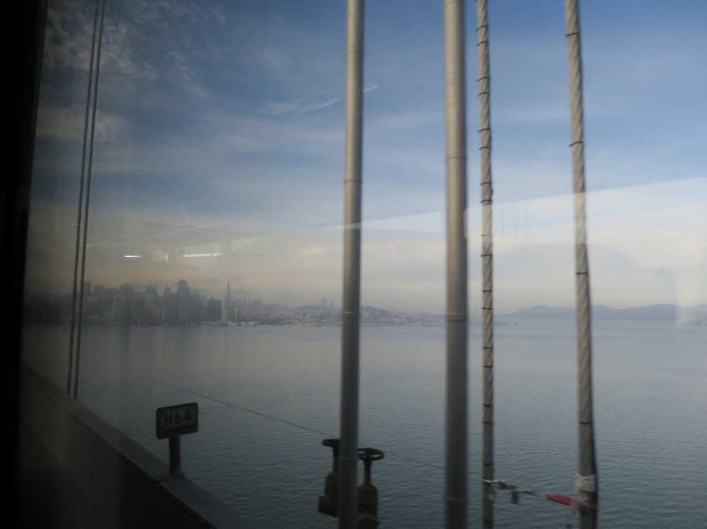 グレイハウンドバスの車窓 - サンフランシスコ