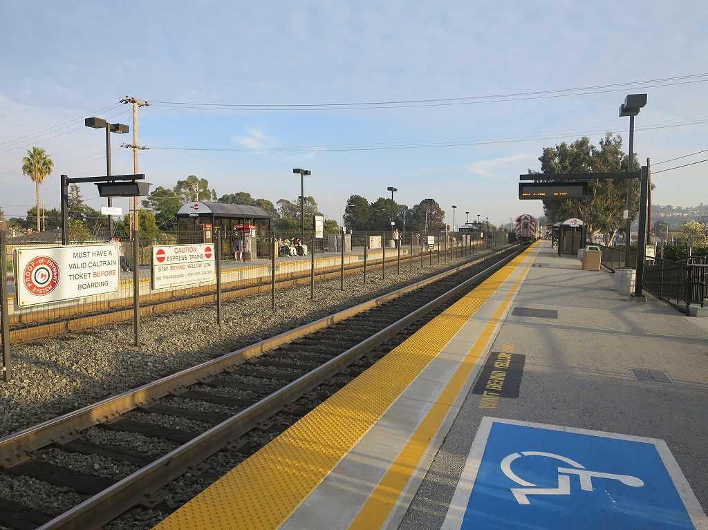 ヒルズデール(Hillsdale)駅
