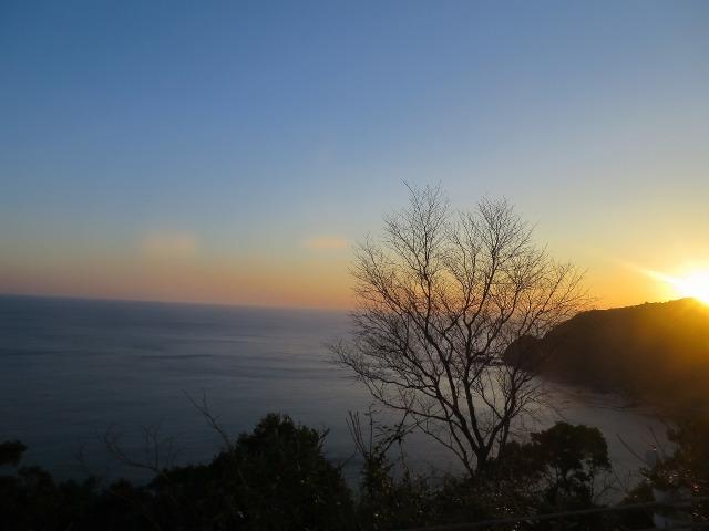 土佐(高知)の海に夕日が沈む