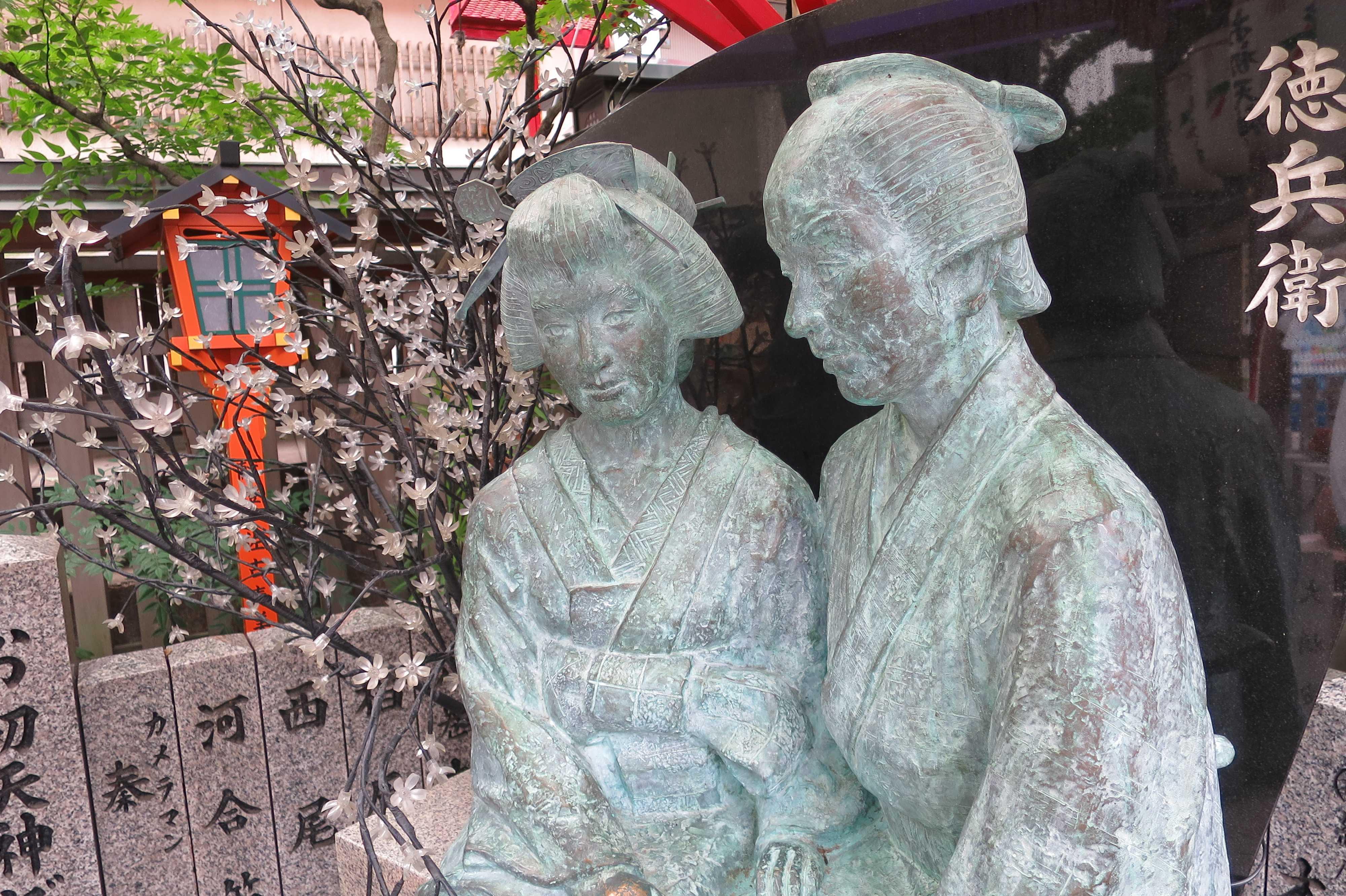 曽根崎心中・お初徳兵衛の銅像(ブロンズ像)