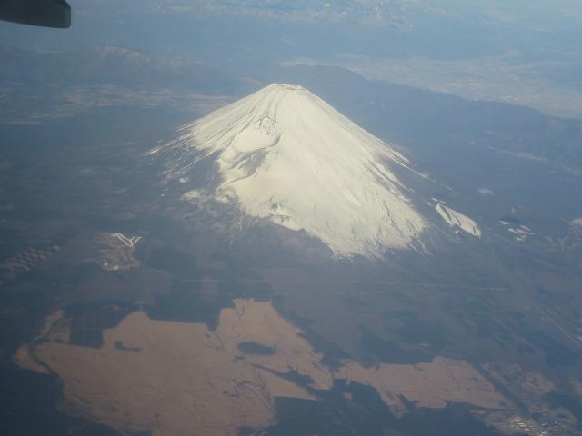 上空から見た真っ白な富士山