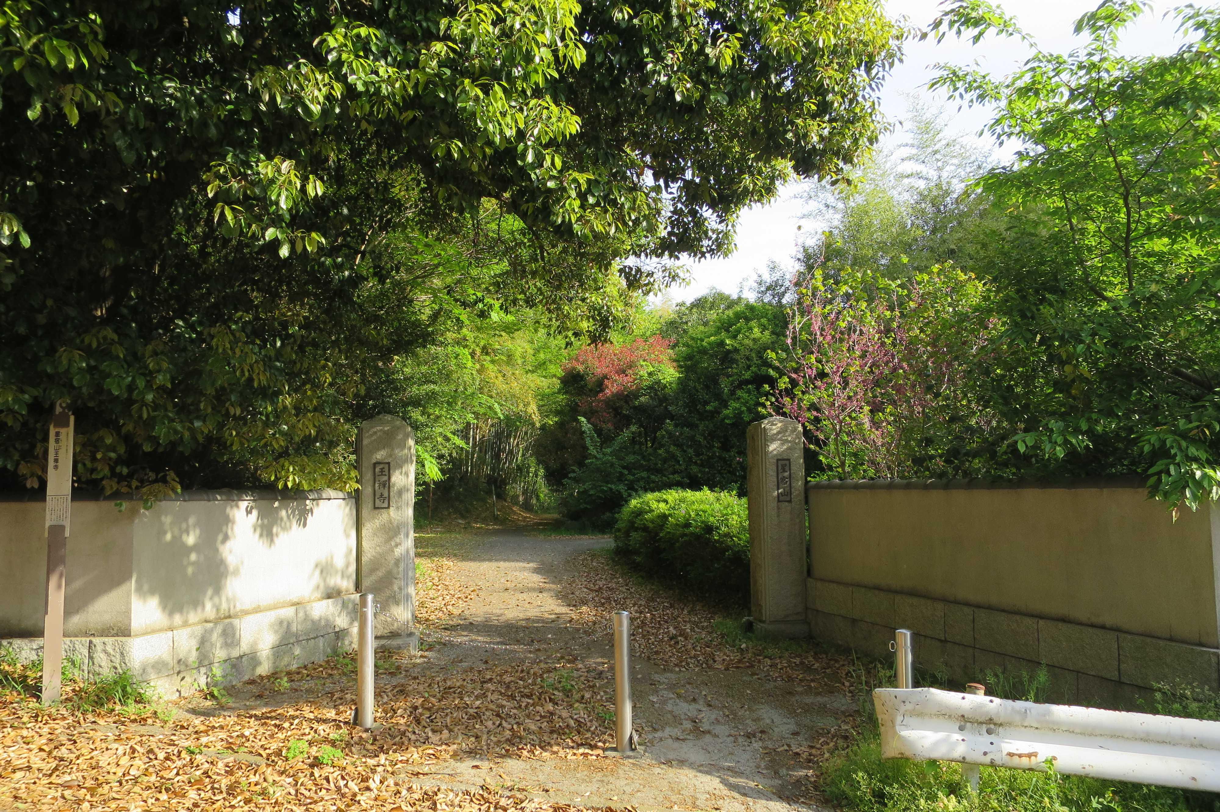 王禅寺の門