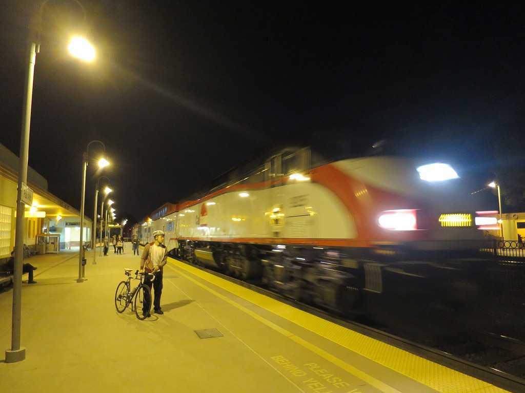 カルトレイン - 夜のパロアルト駅