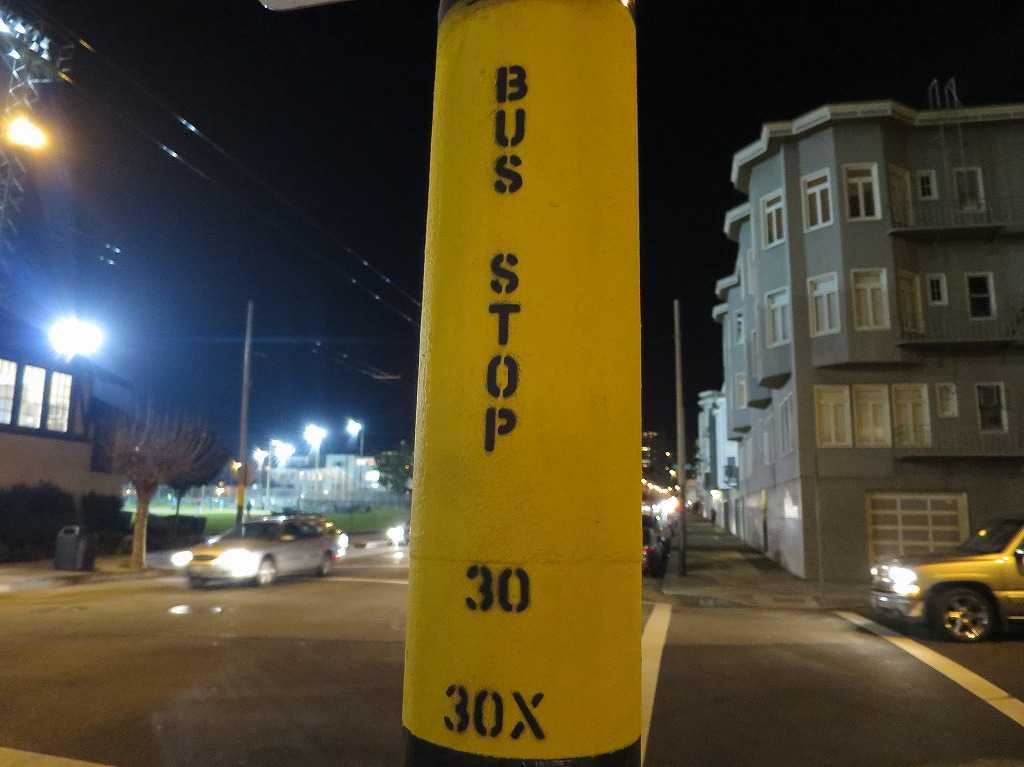サンフランシスコ - 簡素なバス停