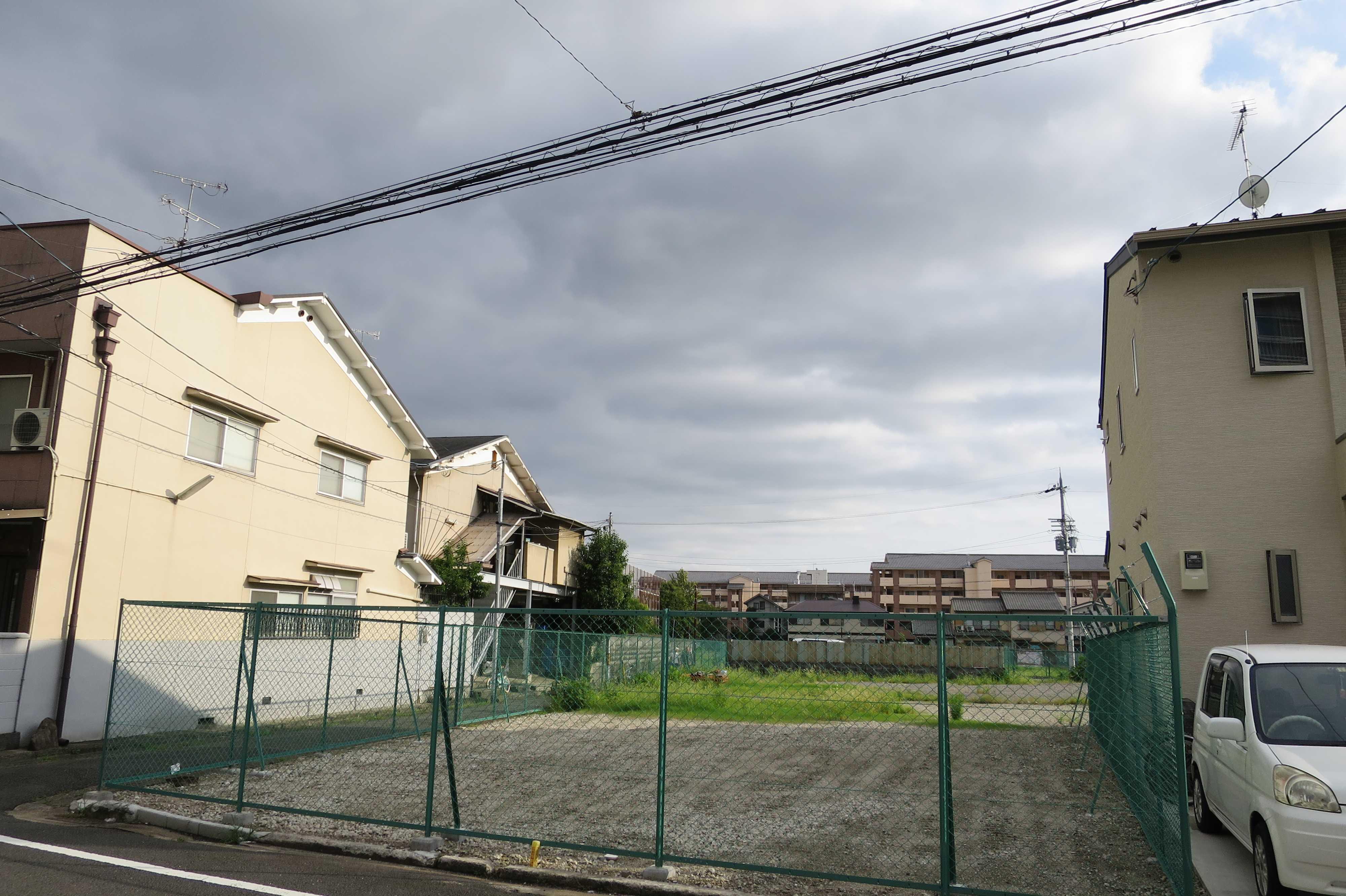 京都・崇仁地区 - フェンスに囲まれた空き地