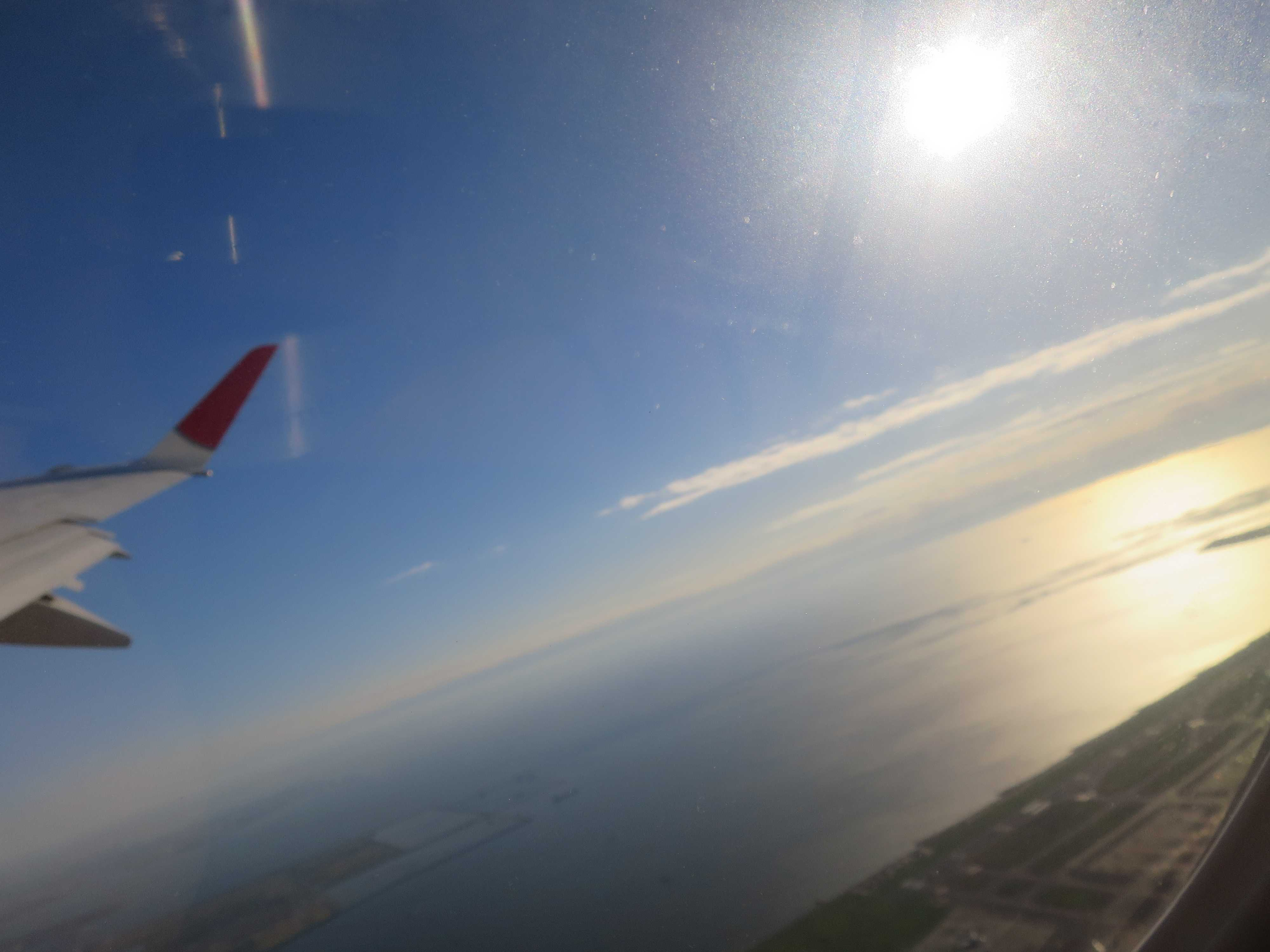 飛行機の窓側