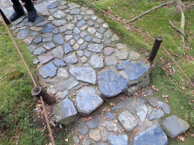 苔寺(西芳寺)の石畳の道